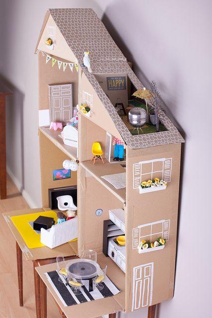 Karton Puppenhaus