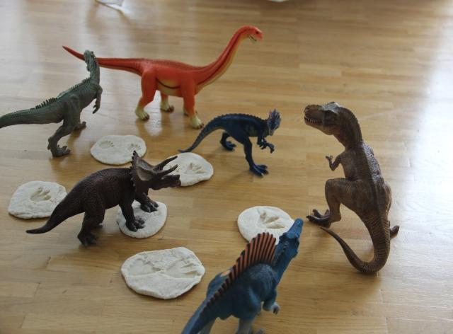 Dinospuren aus Salzteig
